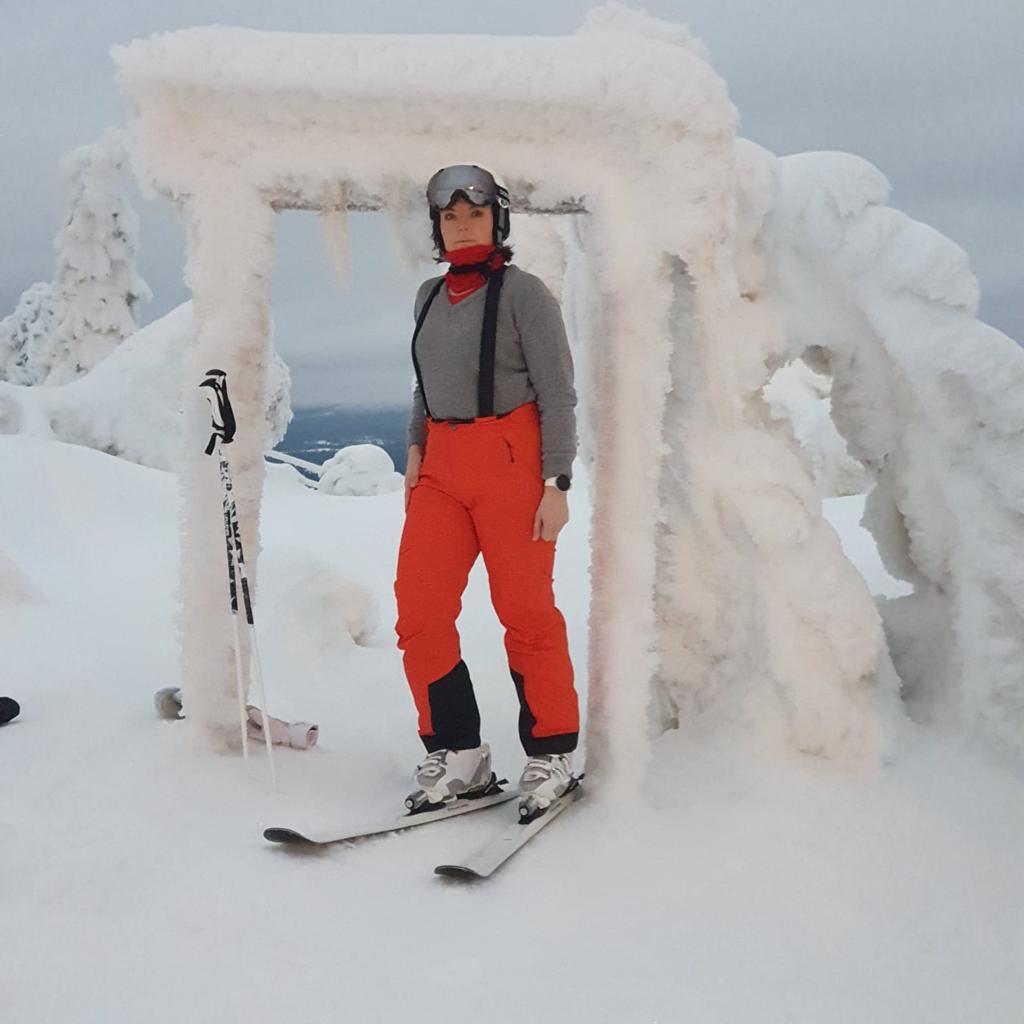 Jaana lumiportilla